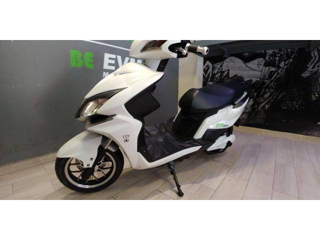Moto 100% Eléctrica Modelo City 3 kW.